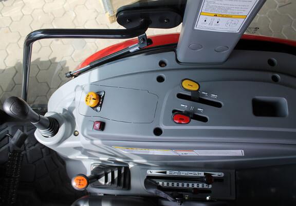 God oversikt over kontrollspaker og funksjoner, her med manuell gir